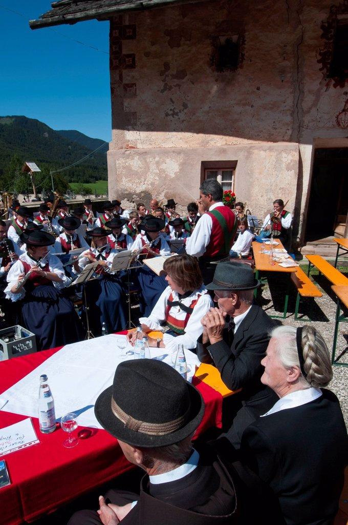 Stock Photo: 3153-851809 santa maddalena, val di funes, villnoss, alto adige, italia. Santa Maddalena, Funes Valley, South Tyrol, Italy