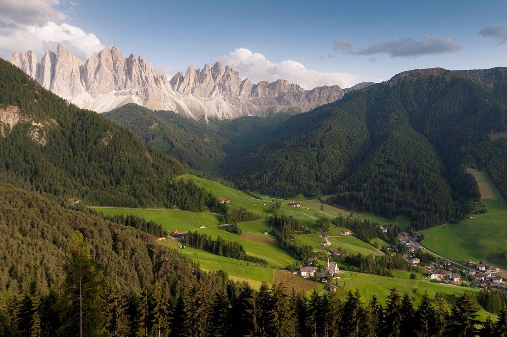 santa maddalena, val di funes, villnoss, alto adige, italia. Santa Maddalena, Funes Valley, South Tyrol, Italy : Stock Photo