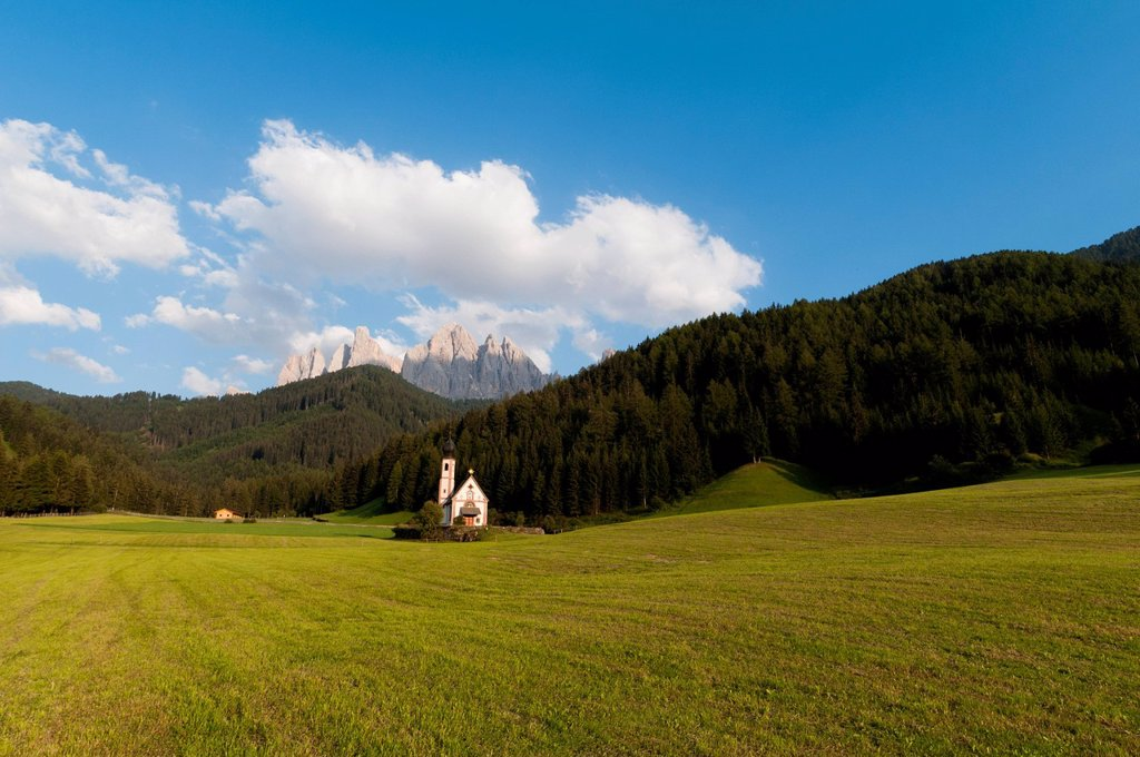 Stock Photo: 3153-852006 chiesa di san giovanni in ranui, val di funes, villnoss, alto adige, italia. St. Johann Church, Funes Valley, South Tyrol, Italy