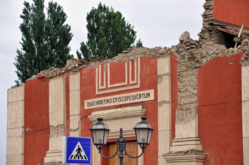 Stock Photo: 3153-853154 terremoto in emilia, crollo della chiesa di buonacompra, maggio 2012. earthquake in emilia, church collapsed buonacompra, may 2012