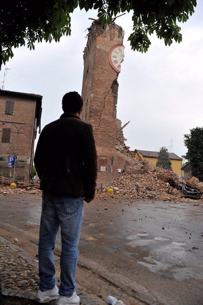 Stock Photo: 3153-853178 terremoto in emilia, resti della torre dei modenesi a finale emilia, maggio 2012. earthquake in emilia, remains of torre dei modenese, finale emilia, may 2012