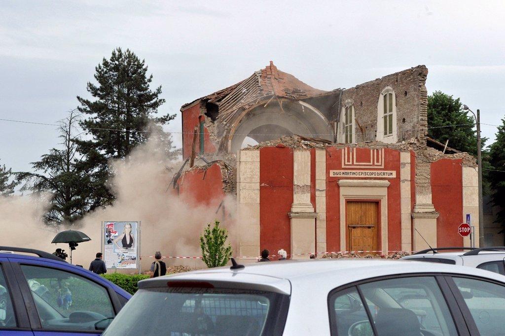 Stock Photo: 3153-853185 terremoto in emilia, crollo della chiesa di buonacompra, maggio 2012. earthquake in emilia, church collapsed buonacompra, may 2012