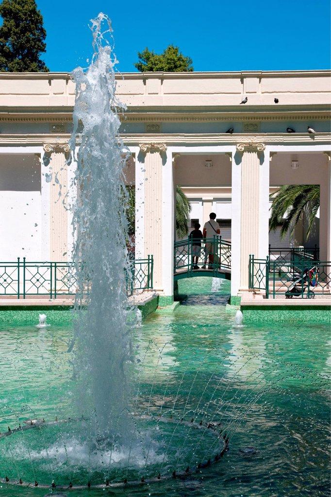 fontana della villa comunale, lecce, puglia, italia. fountain in the city park, lecce, puglia, italy : Stock Photo