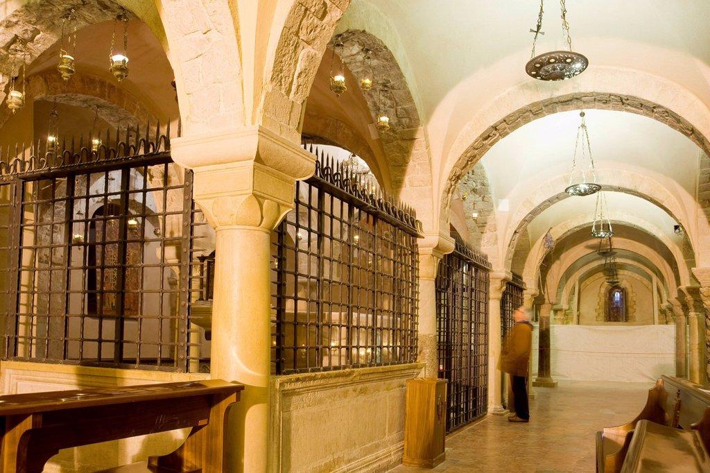 Stock Photo: 3153-854882 basilica di san nicola, cripta con il sacello di san nicola, bari ,puglia, italia. san nicola basilica, bari, puglia, italy
