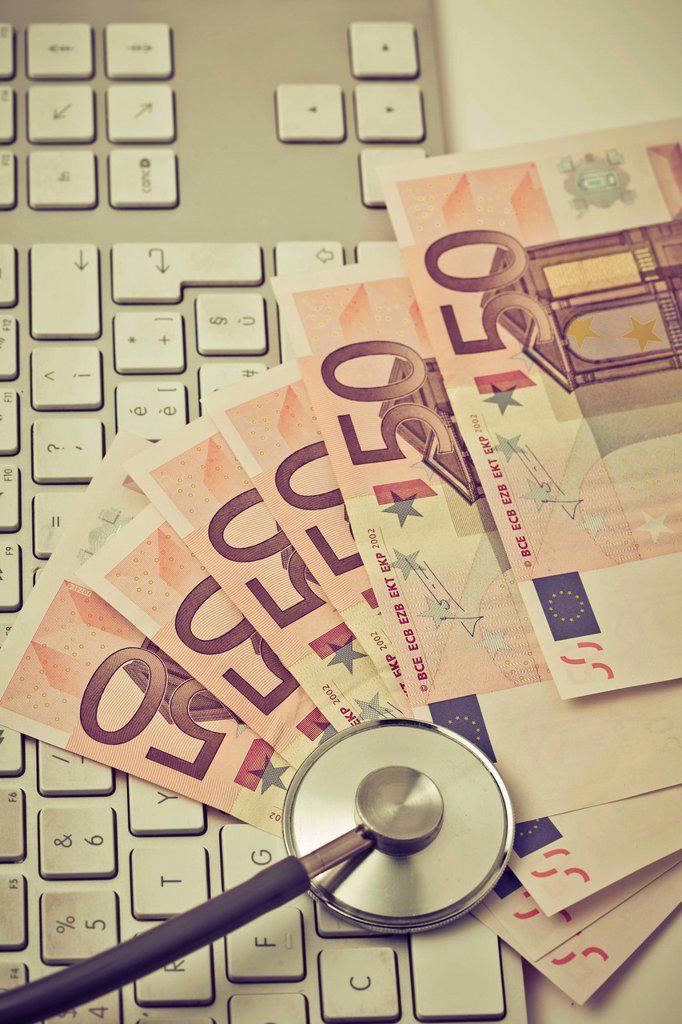 stetoscopio, euro e tastiera. euros, keyboard and stethoscope : Stock Photo