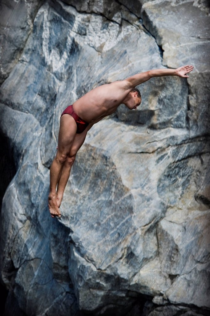 Stock Photo: 3153-856200 cliff diving, ponte brolla, val maggia, svizzera. Switzerland, Maggia valley, Ponte Brolla, Cliff diving