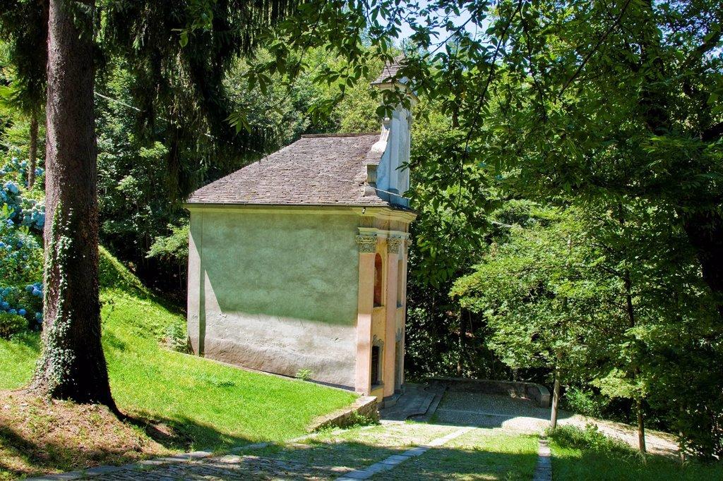 Stock Photo: 3153-857311 italia, piemonte, domodossola, sacro monte calvario. Italy, Piedmont, Domodossola, Sacred Mount Calvary