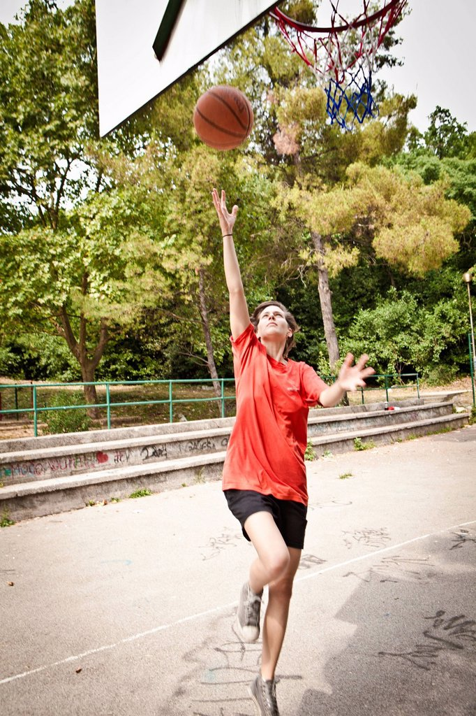 Stock Photo: 3153-860737 ragazza gioca a basket. girl playing basketball
