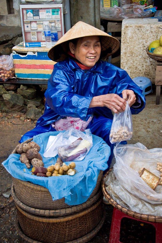 Stock Photo: 3153-860934 donna, hué, vietnam. Woman, Hué, Vietnam