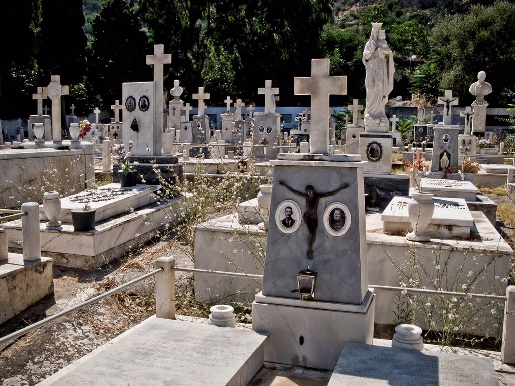 cimitero di panarea, isole eolie, sicilia, italia. the cemetery of Panarea, Aeolian Islands, Sicily, Italy : Stock Photo