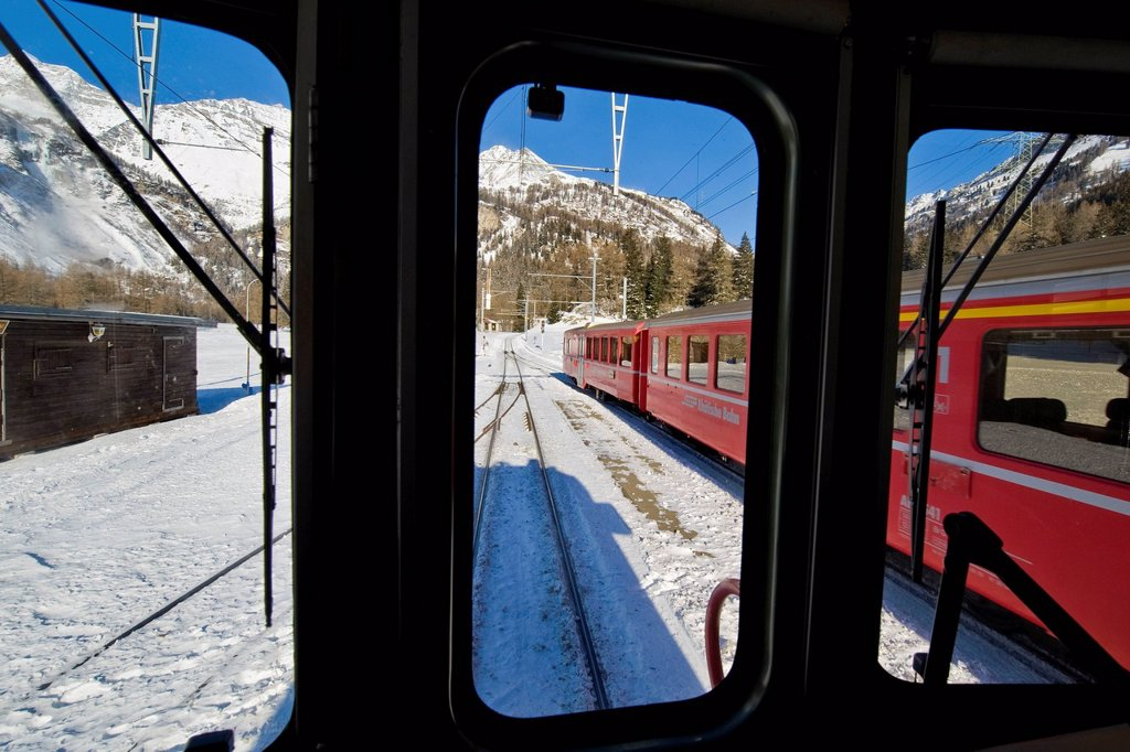 Stock Photo: 3153-861713 stazione ferroviaria, bernina express, svizzera. Railway station, Bernina express, Switzerland
