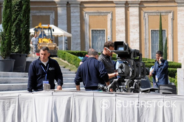 Stock Photo: 3153-862354 preparativi per l´evento di beatificazione di papa giovanni paolo II, roma 29 aprile 2011. Preparations for the event for the beatification of Pope John Paul II, Rome April 29, 2011
