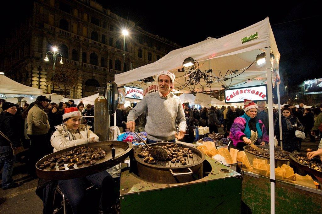venditori di castagne, fiera degli oh bej oh bej, milano, italia. Chestnut seller, Oh Bej Oh Bej Exhibition, Fiera degli Oh Bej Oh Bej, Milan, Italy : Stock Photo