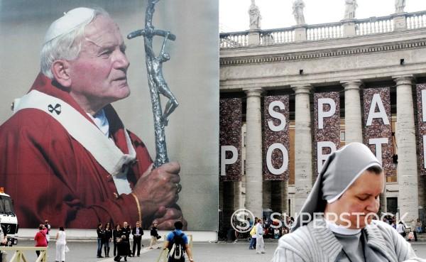 preparativi per l´evento di beatificazione di papa giovanni paolo II, roma 29 aprile 2011. Preparations for the event for the beatification of Pope John Paul II, Rome April 29, 2011 : Stock Photo