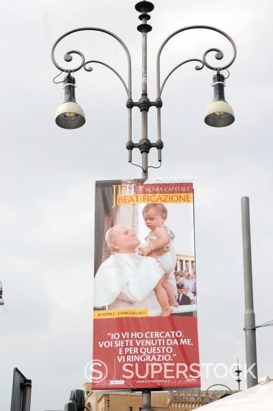 Stock Photo: 3153-862537 preparativi per l´evento di beatificazione di papa giovanni paolo II, roma 29 aprile 2011. Preparations for the event for the beatification of Pope John Paul II, Rome April 29, 2011