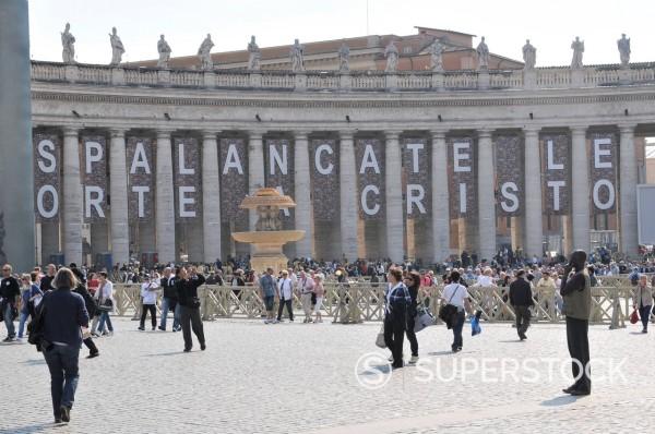 Stock Photo: 3153-862745 preparativi per l´evento di beatificazione di papa giovanni paolo II, roma 29 aprile 2011. Preparations for the event for the beatification of Pope John Paul II, Rome April 29, 2011