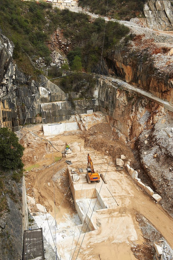 Stock Photo: 3153-862780 cave di marmo, colonnata, toscana, italia. quarries of marble, colonnata, tuscany, italy