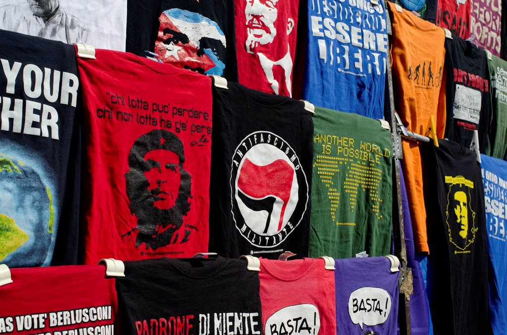 Stock Photo: 3153-864076 t_shirts in vendita durante la manifestazione fiom, 9_3_2012, roma. t_shirts for sale during the event FIOM, 09.03.2012, Rome