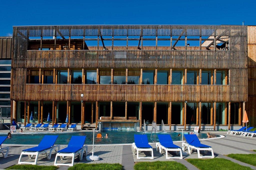 piscina, davos, canton grigioni, svizzera. Switzerland, Canton Grisons, Davos, swimming pool : Stock Photo