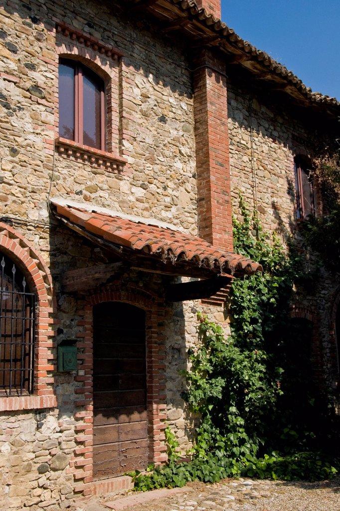 cortevecchia, grazzano visconti, emilia romagna, italia. Italy, Emilia Romagna, Grazzano Visconti, Cortevecchia : Stock Photo