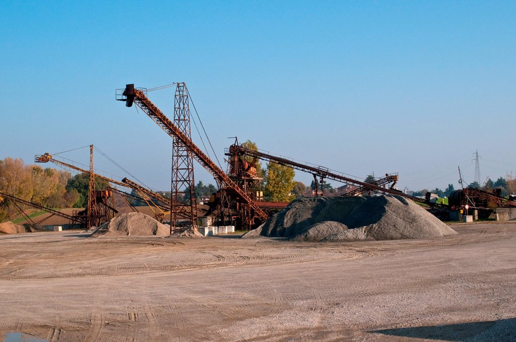 cava di ghiaia. gravel pit : Stock Photo