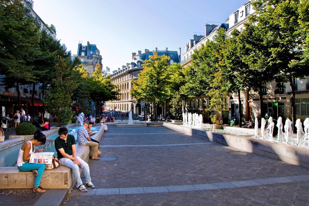 place de la sorbonne, parigi, ile de france, francia. France, Ile de France, Paris, Sorbonne town square : Stock Photo