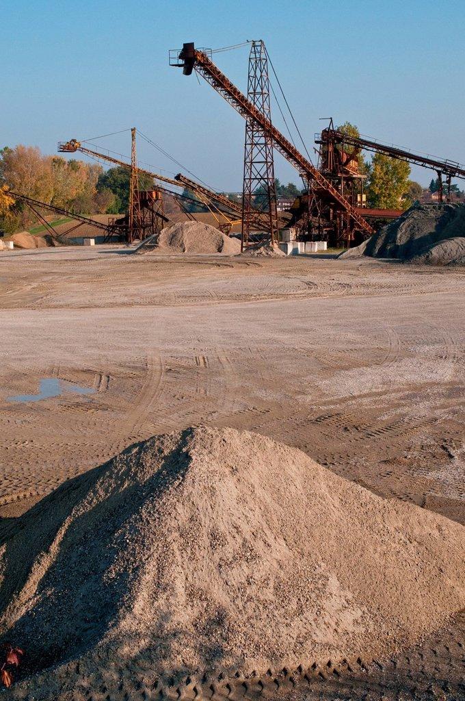 Stock Photo: 3153-864561 cava di ghiaia. gravel pit