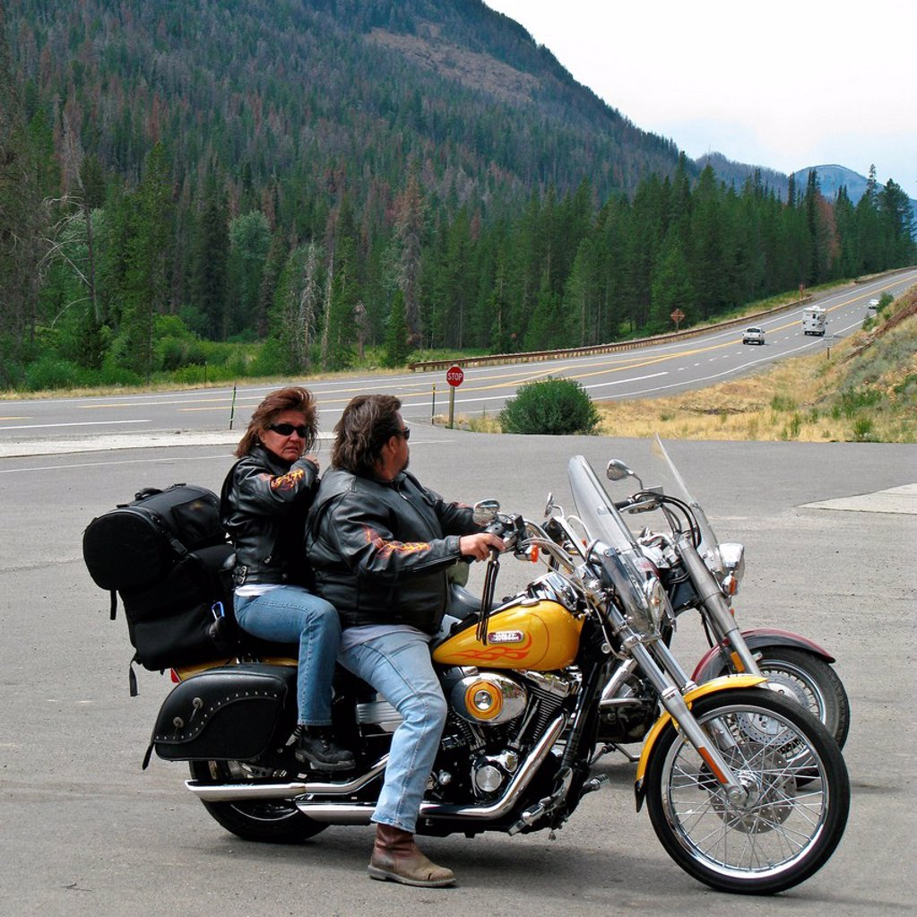 usa, wyoming, parco nazionale di yellowstone, motociclisti. bikers in Yellowstone National Park, wyoming, usa : Stock Photo