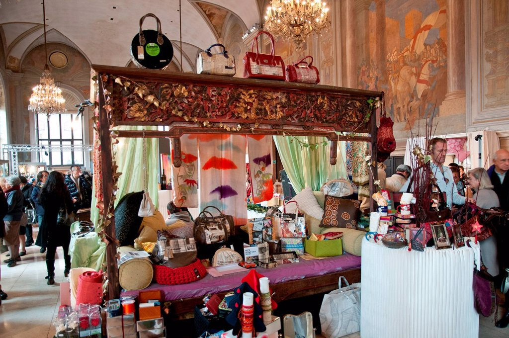 Stock Photo: 3153-865544 manifestazione regali a palazzo, palazzo re enzo, bologna, dicembre 2012. regali a palazzo exposition, palazzo re enzo, bologna, december 2012