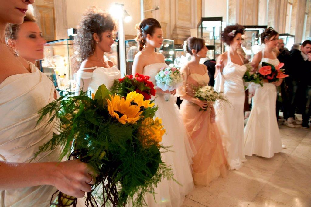 Stock Photo: 3153-865548 spose, manifestazione regali a palazzo, palazzo re enzo, bologna, dicembre 2012. regali a palazzo exposition, palazzo re enzo, bologna, december 2012