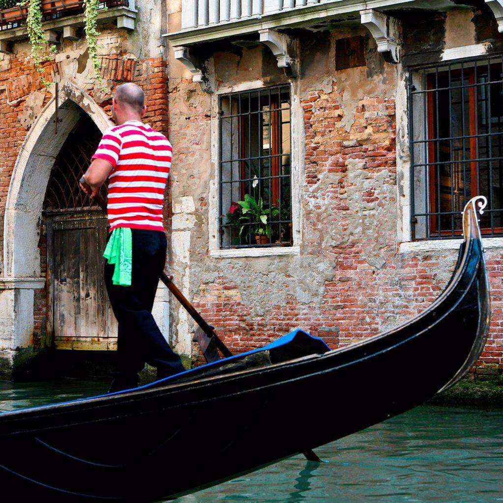 gondoliere, venezia, veneto, italia. gondolier, venice, veneto, italy : Stock Photo