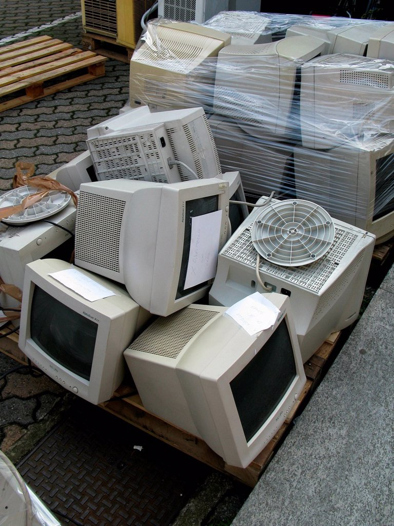 Stock Photo: 3153-866006 computers in discarica. computers for recycling