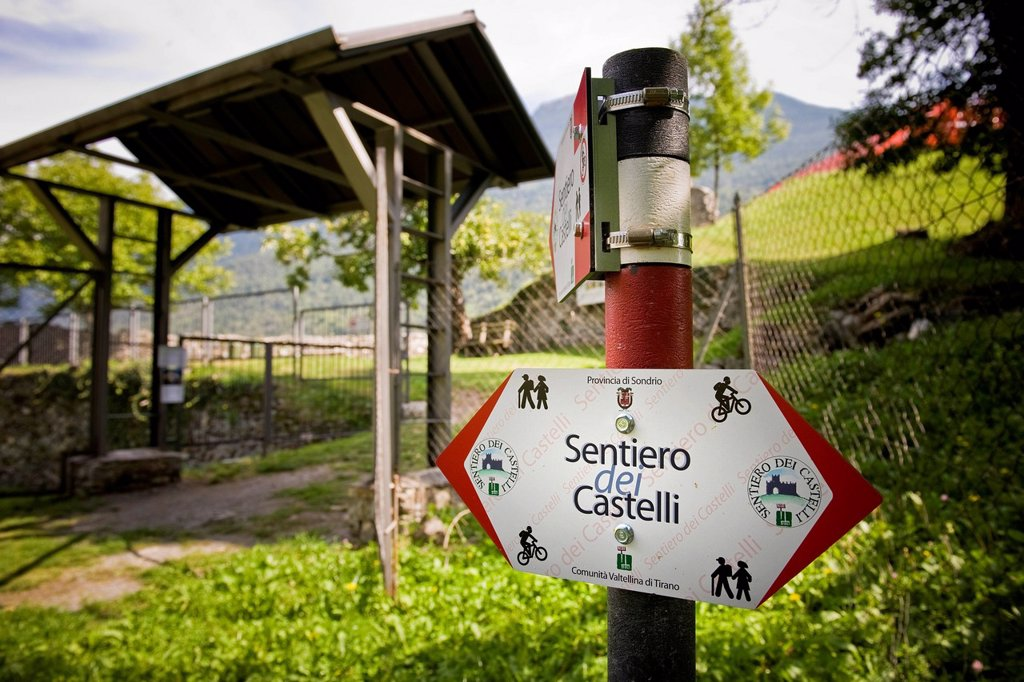 Stock Photo: 3153-869856 sentiero dei castelli, grosio, valtellina, lombardia, italia. Italy, Lombardy, Valtellina, Grosio, path of the castles