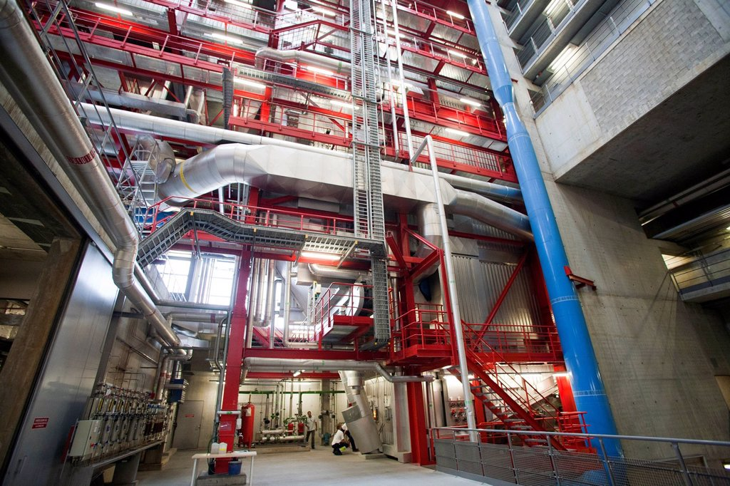 tridel sa, impianto di valorizzazione termica ed elettrica dei rifiuti, losanna, svizzera. tridel sa, plant for the thermal and electrical conversion of the garbage, lausanne, switzerland : Stock Photo