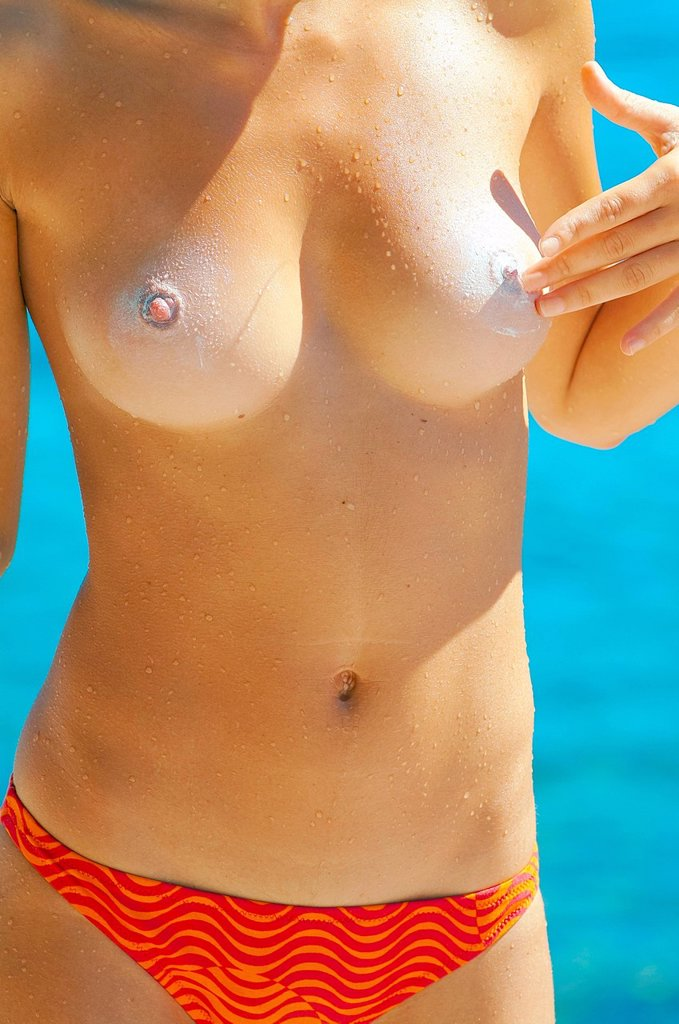 Stock Photo: 3153-871575 ragazza in topless con protezione solare sul seno. girl with sun protection on the breast