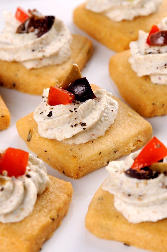 biscotti salati con crema di melanzane. salt biscuits with aubergines cream : Stock Photo