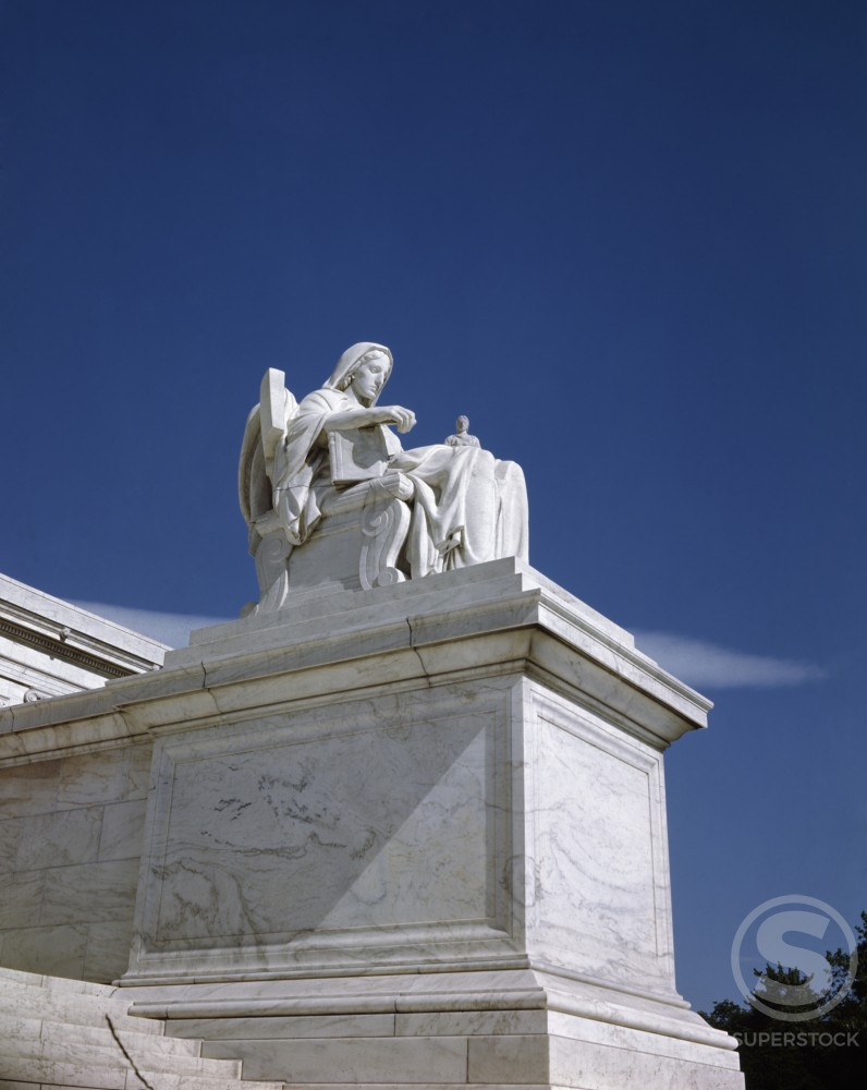 USA, Washington DC, US Supreme Court Building, Contemplation of Justice sculpture by James Earle Fraser, 1876-1953 : Stock Photo