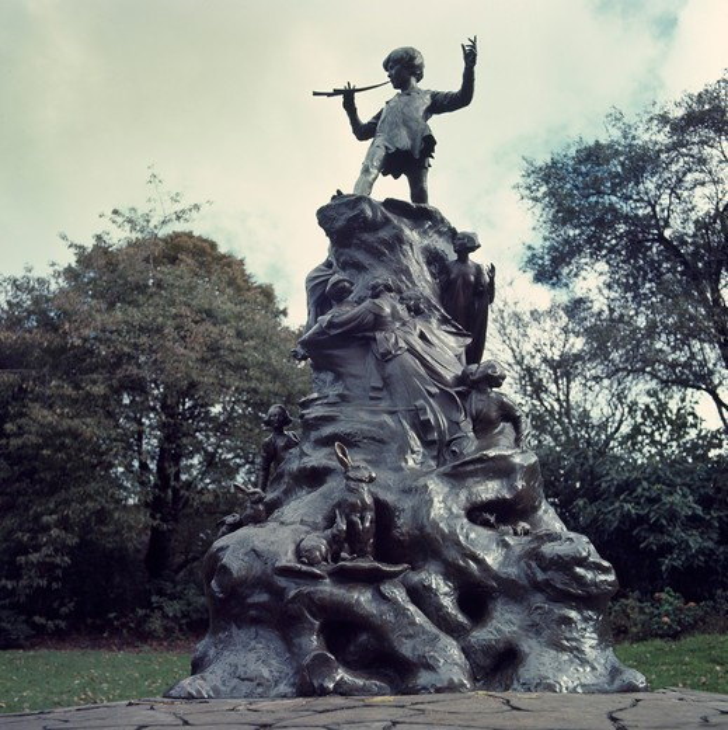 Peter Pan Statue George James Frampton (British 1860-1928) Sculpture Kensington Gardens, London : Stock Photo