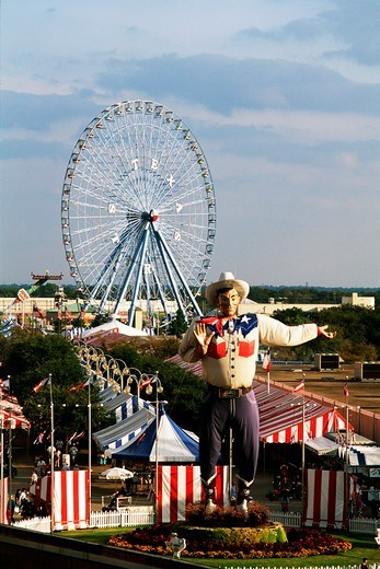 Stock Photo: 4009-813 Big Tex welcomes fair goers to the Texas State Fair, Dallas, Texas, USA