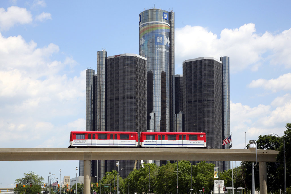 USA,   Michigan,   Detroit,   Train on monorail in front of Renaissance Center : Stock Photo