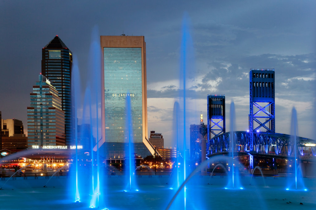 Fountain with skyscrapers in the background, Friendship Fountain, Main Street Bridge, St. John's River, Jacksonville, Florida, USA : Stock Photo