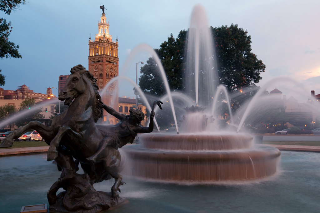 J.C. Nichols Memorial Fountain at dusk with Giralda Tower, Mill Creek Park, Country Club Plaza, Kansas City, Missouri, USA : Stock Photo