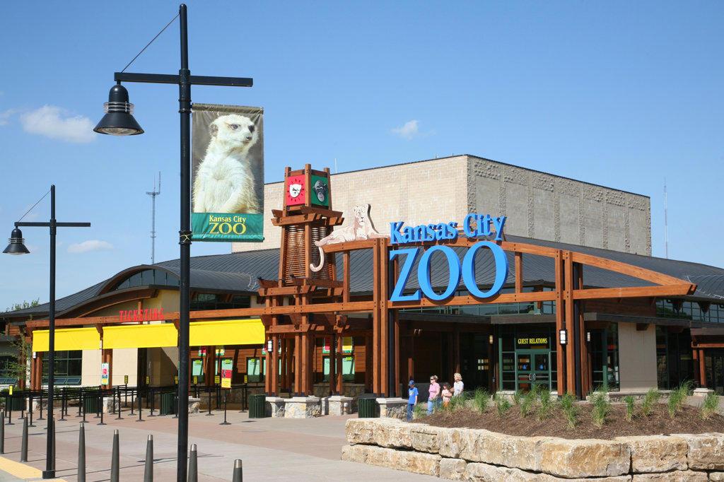 Stock Photo: 4017-2603 Facade of Kansas City Zoo, Kansas City, Missouri, USA