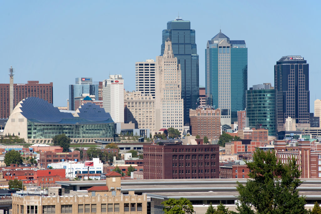 Stock Photo: 4017-2607 View of downtown Kansas City and the Crossroads Arts District from Penn Valley Park, Missouri, USA
