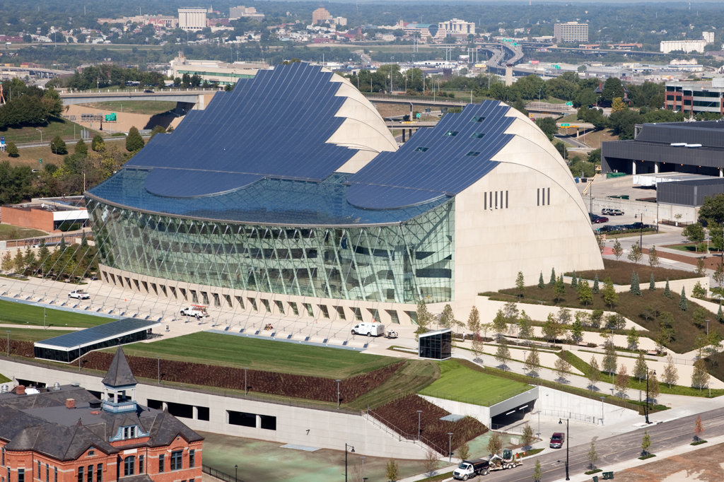 Aerial view of the Kauffman Center for the Performing Arts in downtown Kansas City, Missouri, USA : Stock Photo