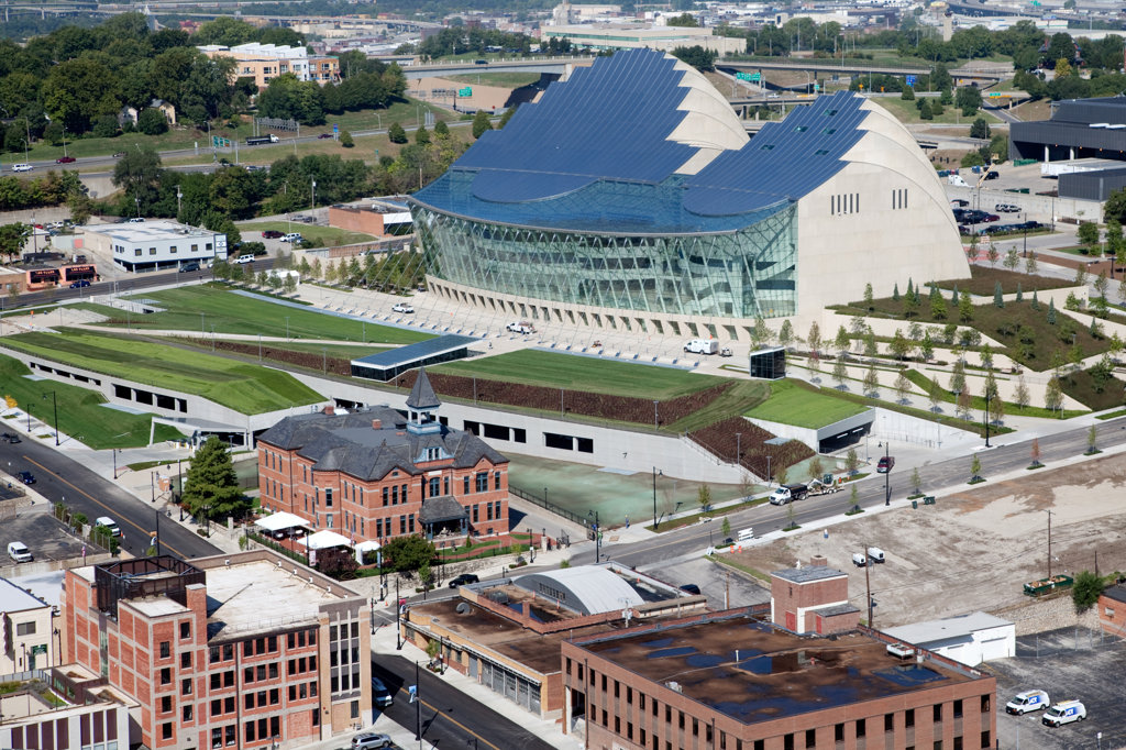 The Kauffman Center for the Performing Arts with the Webster House in foreground in downtown Kansas City, Missouri, USA : Stock Photo