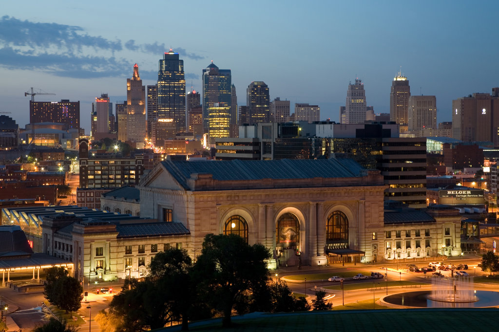 Stock Photo: 4017-3108 Downtown Kansas City, MO Skyline and Union Station from Liberty Memorial, Missouri, USA