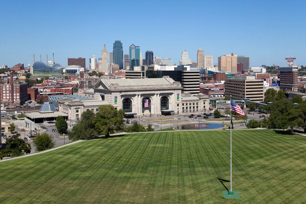 Stock Photo: 4017-3110 Union Station and the downtown Kansas City, Missouri, USA