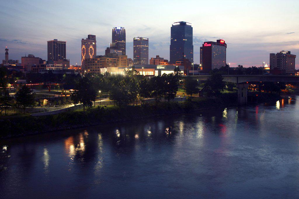 Stock Photo: 4017-368A USA,   Arkansas,   Little Rock,   City skyline