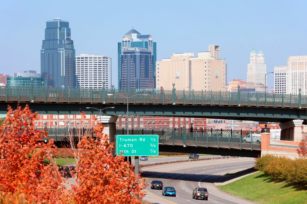 Stock Photo: 4017-3757 USA, Missouri, Kansas City, US71 heading toward Downtown